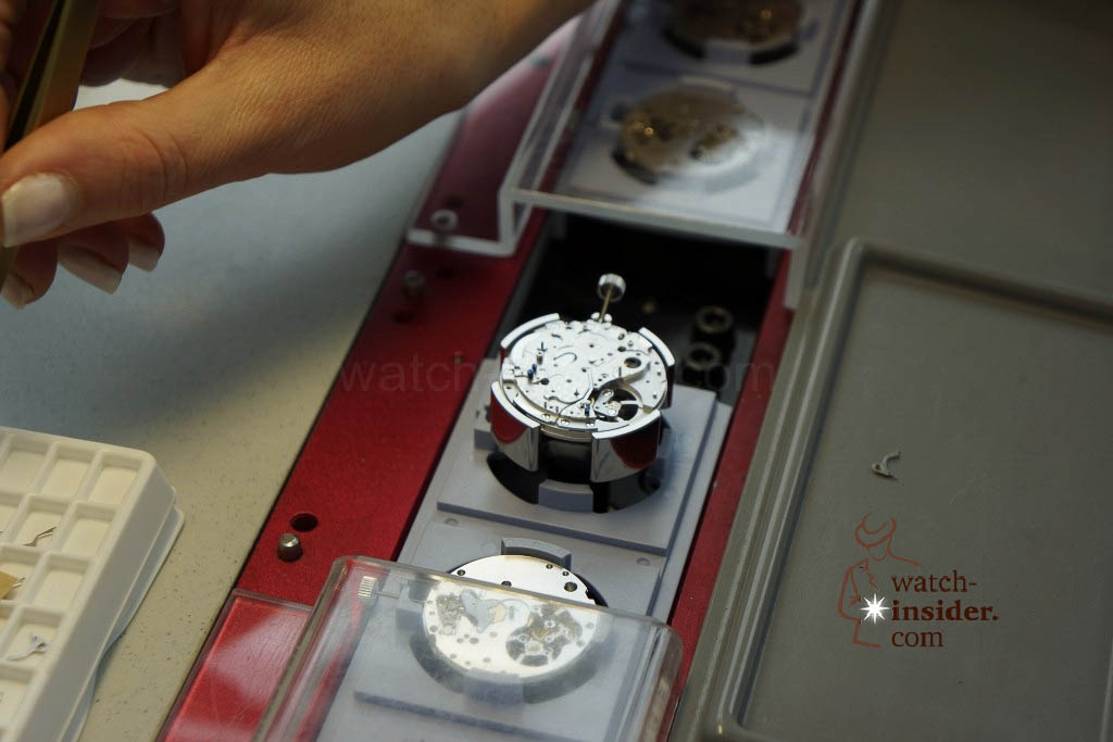 … my photograph shows in the middle the chronograph movement in which another component will be added …