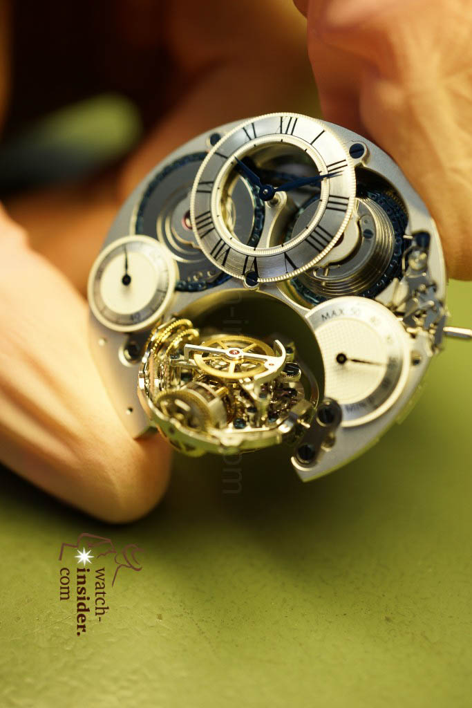 … this is clearly NOT a tourbillon, but a very clever mechanism …