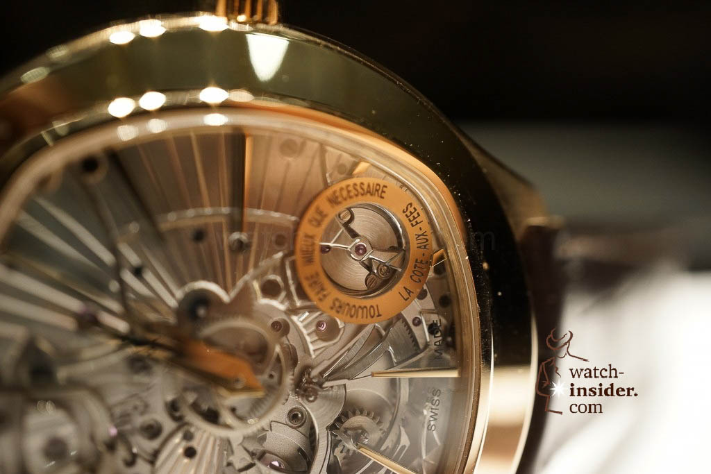 www.watch insider.com | reportages news  |  See the and listen to the Piaget Emperador Coussin Ultra Thin Minute Repeater presented at SIHH 2013 | DSC1528 1024x683