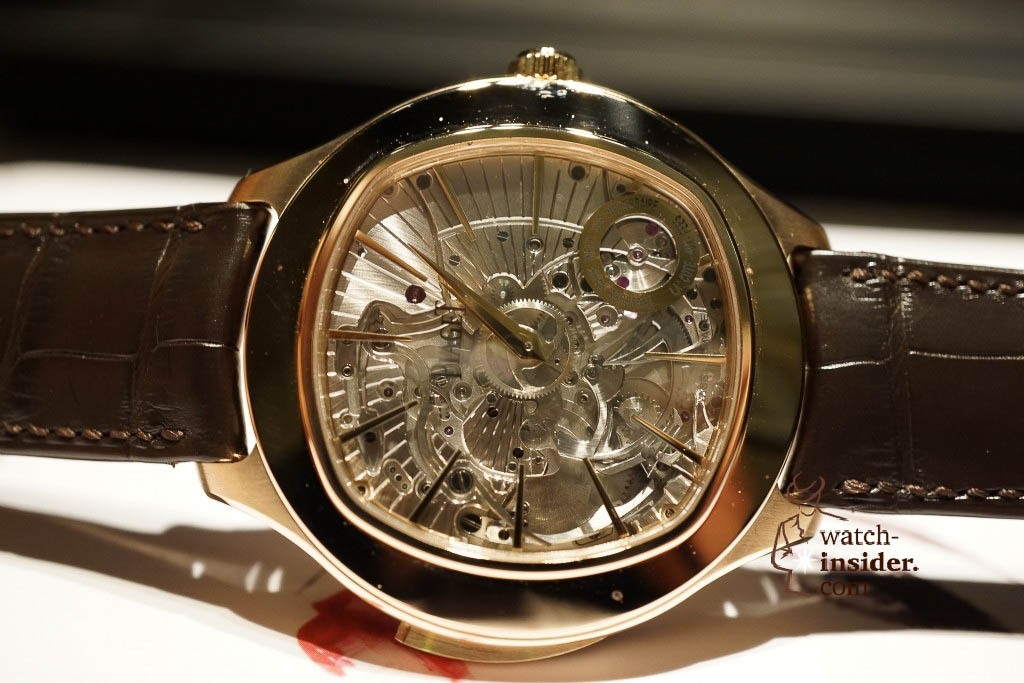 www.watch insider.com | reportages news  |  See the and listen to the Piaget Emperador Coussin Ultra Thin Minute Repeater presented at SIHH 2013 | DSC1532 1024x683