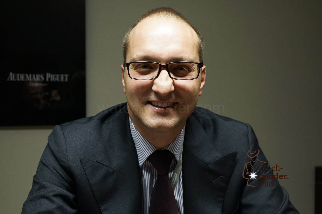 www.watch insider.com | news interviews  | Claudio Cavaliere, head of product management at Audemars Piguet, showing me the SIHH 2013 novelties. | DSC1762 1024x683