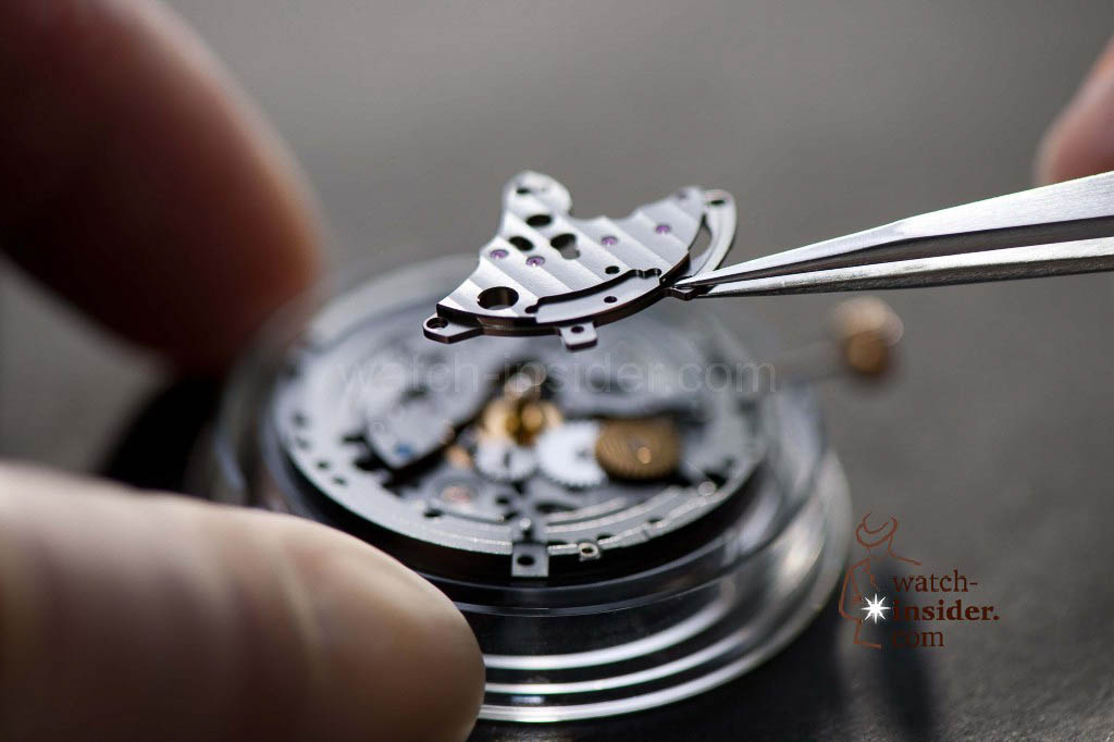 www.watch insider.com | reportages  | The Ulysse Nardin Marine Chronometer Manufacture | UN 118  DateBridgeFitting1 1024x682