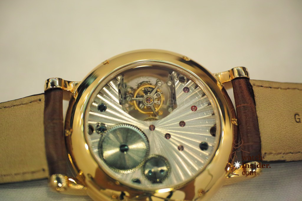 www.watch insider.com | videos reportages news  | My Chinese contributor Logan is showing us today two quite particular Sea Gull tourbillon timepieces. He discovered them at the Hong Kong Watch & Clock Fair. | 101 1024x682