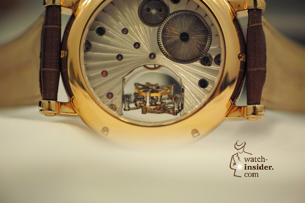 www.watch insider.com | videos reportages news  | My Chinese contributor Logan is showing us today two quite particular Sea Gull tourbillon timepieces. He discovered them at the Hong Kong Watch & Clock Fair. | 122 1024x682