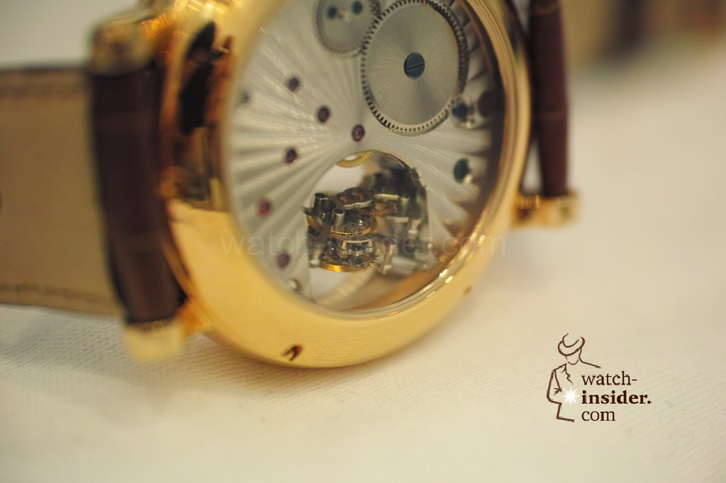 www.watch insider.com | videos reportages news  | My Chinese contributor Logan is showing us today two quite particular Sea Gull tourbillon timepieces. He discovered them at the Hong Kong Watch & Clock Fair. | 151 1024x682