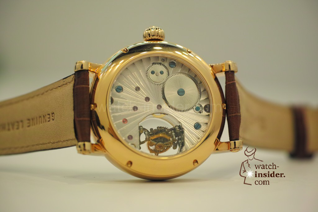 www.watch insider.com | videos reportages news  | My Chinese contributor Logan is showing us today two quite particular Sea Gull tourbillon timepieces. He discovered them at the Hong Kong Watch & Clock Fair. | 210 1024x682