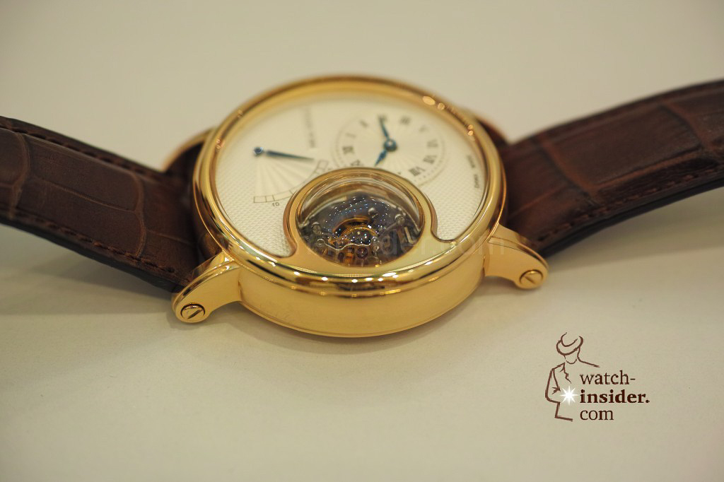 www.watch insider.com | videos reportages news  | My Chinese contributor Logan is showing us today two quite particular Sea Gull tourbillon timepieces. He discovered them at the Hong Kong Watch & Clock Fair. | 32 1024x682