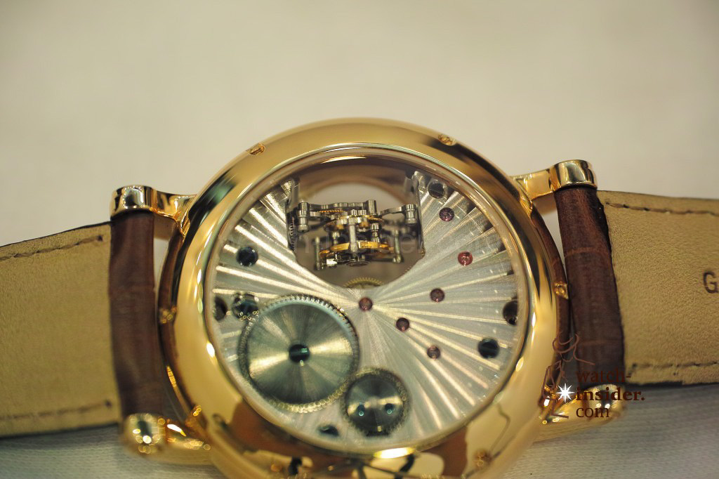 www.watch insider.com | videos reportages news  | My Chinese contributor Logan is showing us today two quite particular Sea Gull tourbillon timepieces. He discovered them at the Hong Kong Watch & Clock Fair. | 52 1024x682
