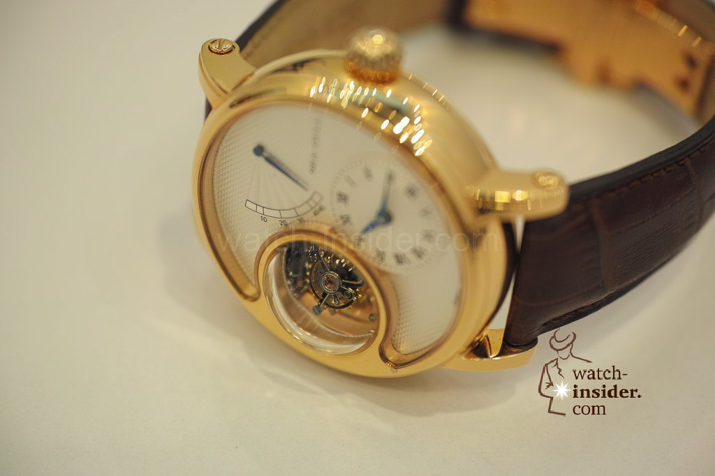 www.watch insider.com | videos reportages news  | My Chinese contributor Logan is showing us today two quite particular Sea Gull tourbillon timepieces. He discovered them at the Hong Kong Watch & Clock Fair. | 81 1024x682