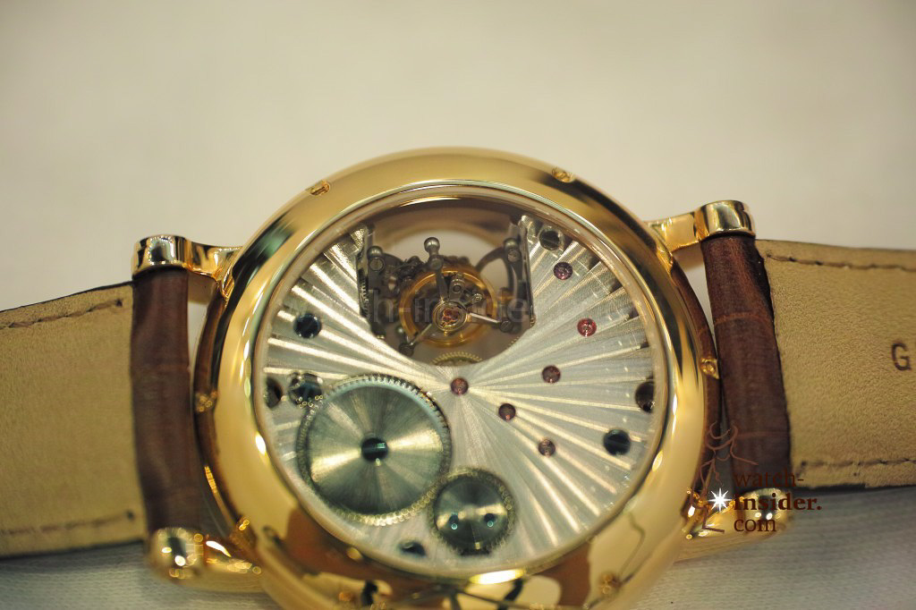 www.watch insider.com | videos reportages news  | My Chinese contributor Logan is showing us today two quite particular Sea Gull tourbillon timepieces. He discovered them at the Hong Kong Watch & Clock Fair. | 91 1024x682