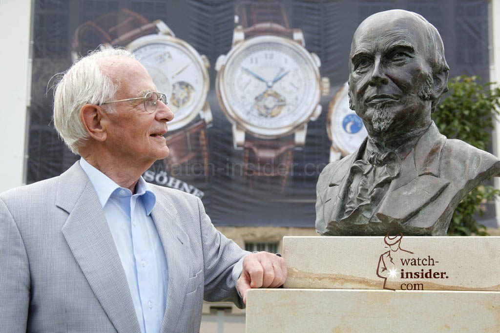 Walter Lange looking at the bust of his great-grandfather Ferdinand A. Lange in Glashütte