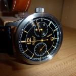 Noch eine interessante Uhr aus dem Hause Habring2: Der Chrono COS. Ein Chronograf ohne Start-/Stopp-/Rückstelldrücker. Alle Funktionen des Chronografen werden über die Krone der Uhr gesteuert.